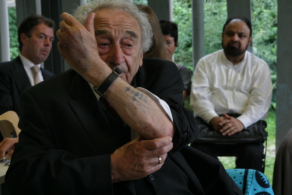 http://oppression.org/site/images/stories/shiacon/auschwitz-imams.jpg