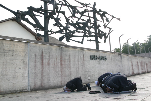 http://oppression.org/site/images/stories/shiacon/shiacon-praying.jpg